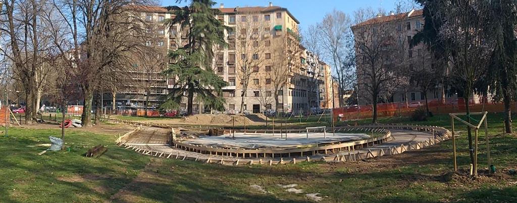 Foto 04 – Il cuore di cemento che sarà al centro della piazza Piola. Qui sotto si nota come la larga strada di cemento circonderà un cuore anch'esso cementato.
